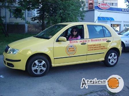 Поклейка рекламы на автомобиль